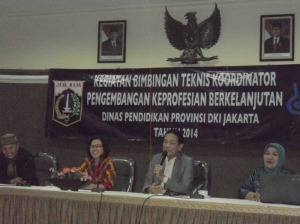 Dr. Sopan W  didampingi oleh Kasi Tendik yang baru