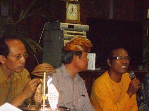 Pengurus Tempek Pondok Bambu saat  Dhrama shanti merayakan Nyepi thn 2014   tahun saka 1936