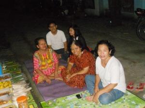 Sebagian dari ibu-ibu komplek ku yang lagi berkumpul  karena ada yang ulang tahun.