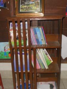 Para siswa Pasraman Pondok Gede, sangat kreatif, terlihat dari beberapa karyanya yang dipajang.