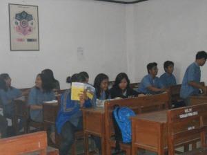 Salah satu kegiatan pembelajaran di  Pasraman Purna Lingga Pondok Gede, ketika kami kengadakan kunjungan.