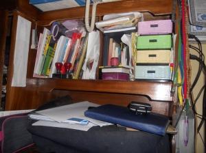 Ini foto rak buku yang lagi berantakan....
